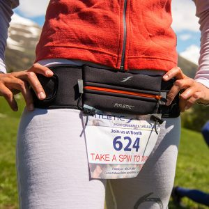 running belt with gels and pocket for phone and race bib and marathon