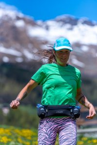 runner with turquoise fitletic hat